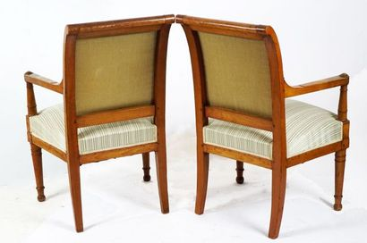 Paire de fauteuils aux dossiers enroulés, accoudoirs reposant sur des balustres,...