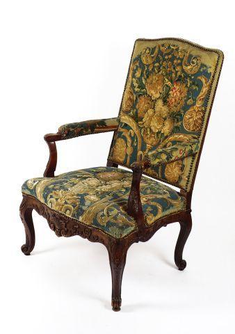 Élégant fauteuil à haut dossier plat, richement...