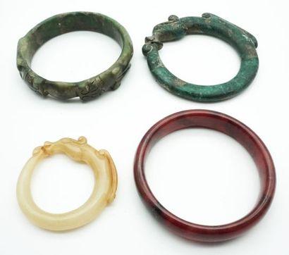 Ensemble de 4 bracelets en pierres dures,...