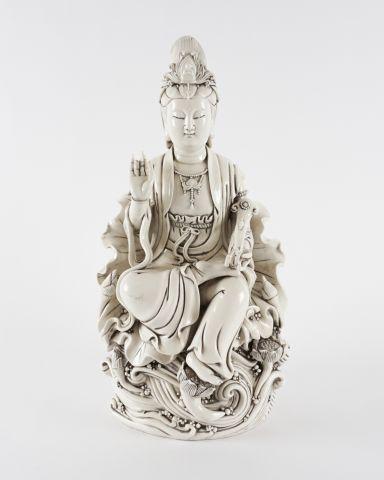 Statue blanc de chine d'Avalokitesvara.  Vers...