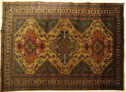 Tapis persan Ardabil, laine sur cotton.  Autour...