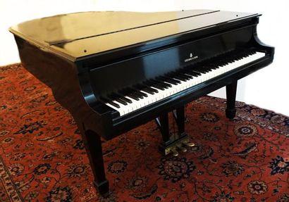 Piano quart de queue Steinway noir à trois...