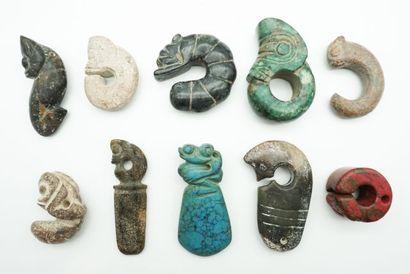 Ensemble de 10 pendentifs archaïsants en...