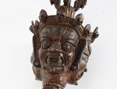 PHURBU  Un Phurbu sino-tibétain à décor de trois têtes de Mahkala, la couronne formant...