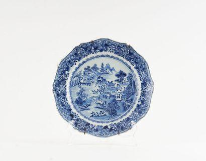Assiette en porcelaine en bleu et blanc au...