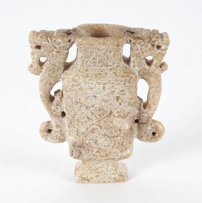 VASE  Petit vase calcifié en serpentine....
