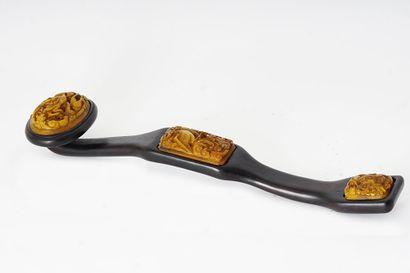 SCEPTRE  Un sceptre en bois, orné de trois...