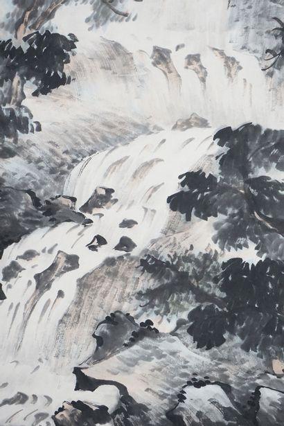 ROULEAU PEINT  Rouleau d'une peinure à l'encre et lavis, représentant une « Cascade...