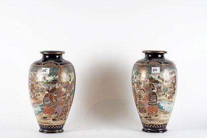 VASES SATSUMA  Paire de vases japonais en...