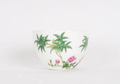 YONGZHENG    Coupe à thé en porcelaine à...