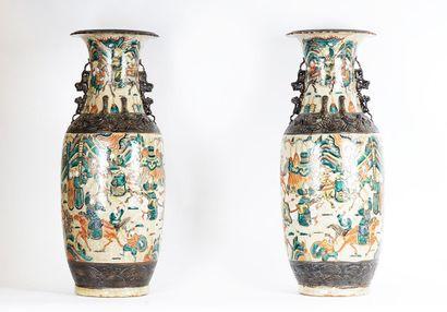 Paire de vases en céramique de Nankin. Chine,...