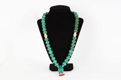 SEBAH  Un Sebah à perles, dont certaines...