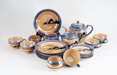 Ensemble de fine porcelaine japonaise composé...