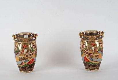 VASE SATSUMA  Vase japonais en faïence de...