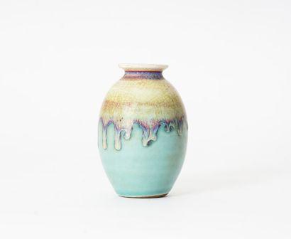 VASE  Vase ovoïde en céramique émaillé bleu,...