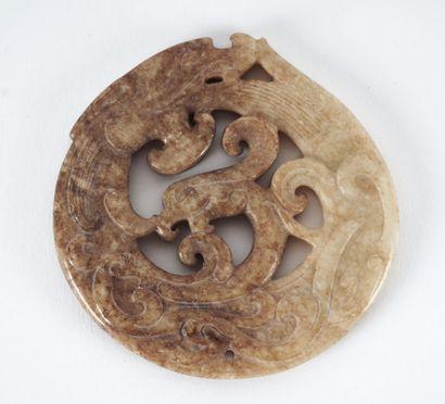 PENDENTIF  Pendentif en jade archaïque de...
