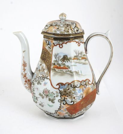 SERVICE Serice de thé en faïence de Satsuma...