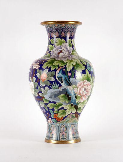 VASE CHINOIS  Vase chinois en cloisonnés,...
