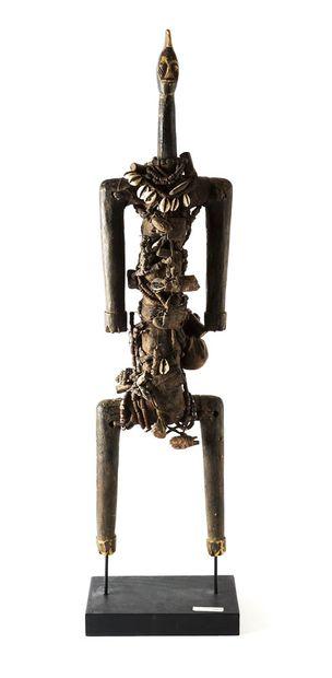 Poupée Nanji/Dowayo en bois teint, amulettes...