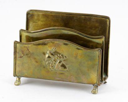 BEAU, Paul (1871-1949)  Porte-lettre en cuivre...
