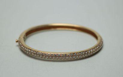 Bracelet jonc ouvrant en or jaune serti d'un...