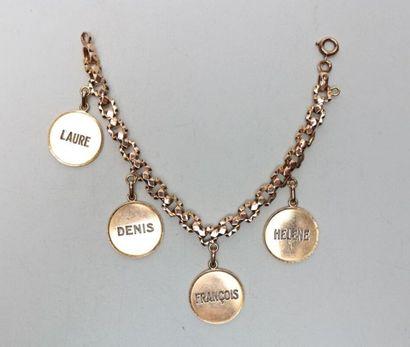 Bracelet en or jaune avec quatre médailles...