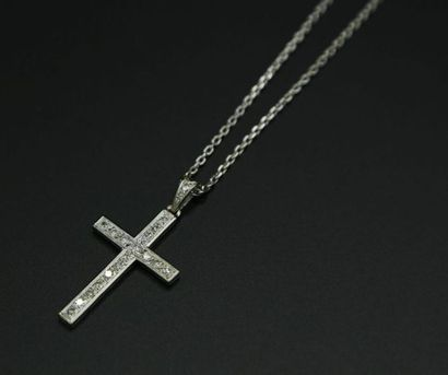 * Chaîne et pendentif croix en or gris 750...