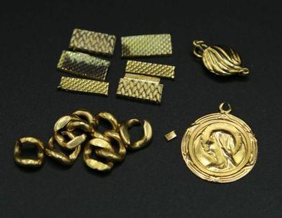 * Lot d'or 750 millièmes : médaille à l'effigie...