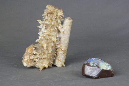 Opale boulder d'Australie.  Dim. 12 x 8 cm....