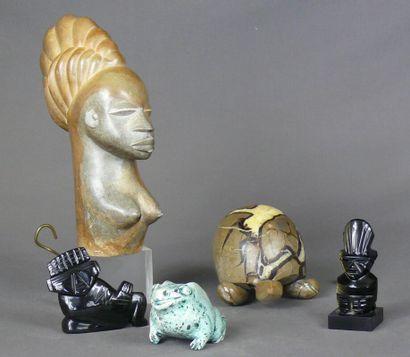 Lot de statuettes taillées en pierre: tortue...
