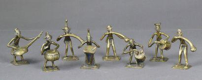 Ensemble de huit musiciens en bronze coulé...