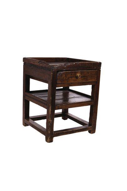 Deux tables de cordonnier du Queyras. XIXème siècle Haut : 59 et 65 cm