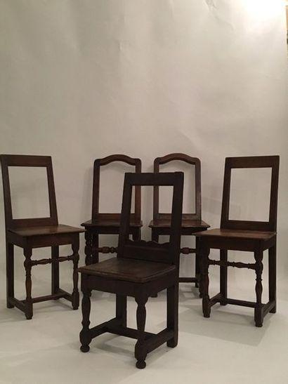 Ensemble de quatre chaises Lorraine en bois...