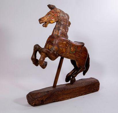 Deux chevaux indiens en bois polychrome....