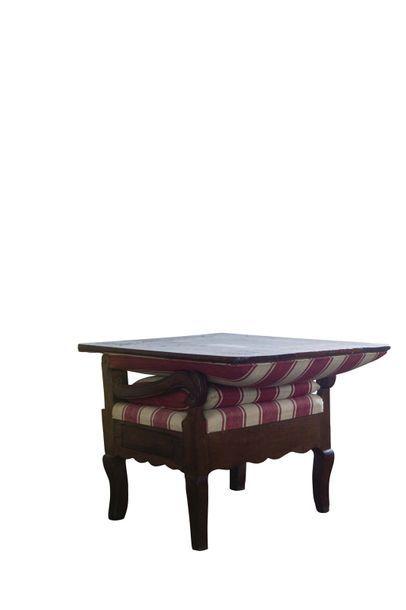 Fauteuil pouvant se transformer en table...