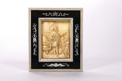 Le Roi Louis XV en pied Plaque en ivoirine...