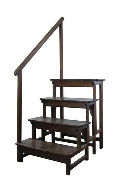 Escalier de bibliothèque en bois naturel...