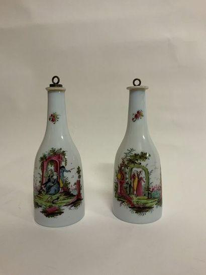 Paire de vases en opaline à décor de scènes...