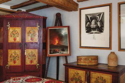 Armoire et coffre en bois peint à décor floral...