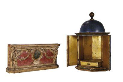 Petit temple octogonal de présentation ouvrant à deux battants, intérieur doré,...