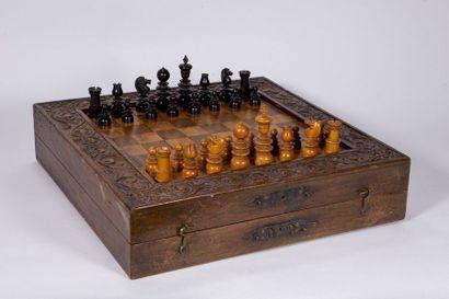 Échiquier backgammon en bois sculpté et placage...