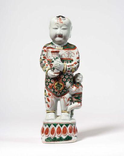 CHINE Statuette d'enfant Hoho en porcelaine...
