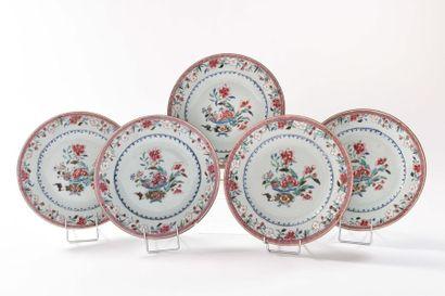 CHINE Cinq assiettes en porcelaine à décor...