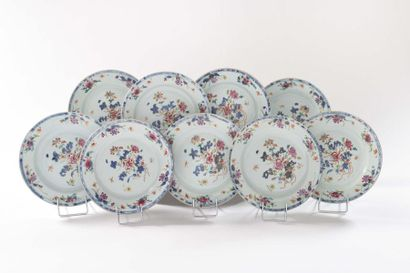 CHINE Neuf assiettes en porcelaine à décor...