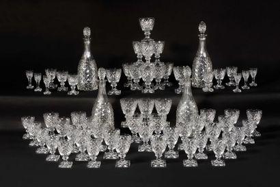 BACCARAT Service de verres «Juvisy » en cristal...