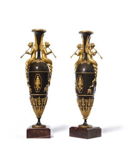 Paire de Vases de forme ovoïde en bronze...
