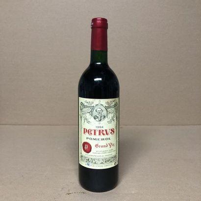 1 bouteille PETRUS 1994 (niveau léger bas,...