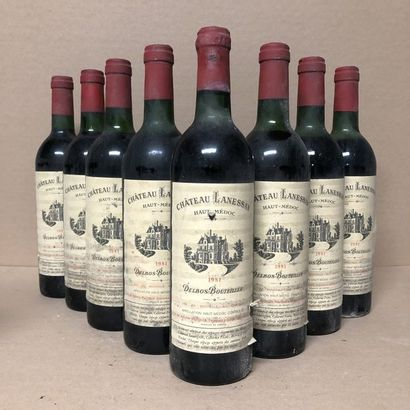 8 bouteilles CHÂTEAU LANESSAN 1981 (niveaux...