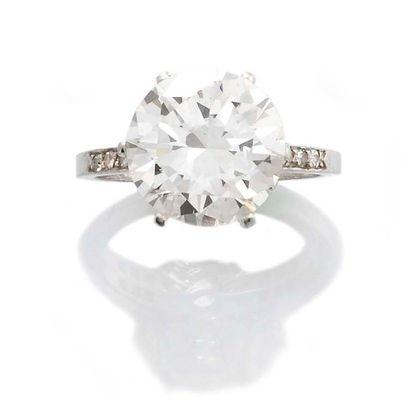 BAGUE SOLITAIRE en platine et diamant de taille brillant ancienne certifié du Laboratoire...