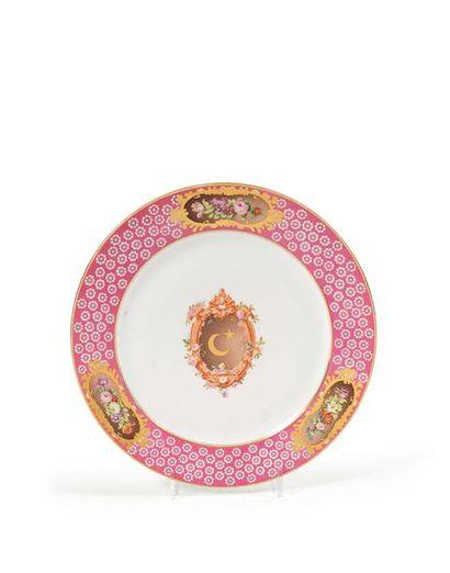 Sèvres Assiette en porcelaine à décor en...